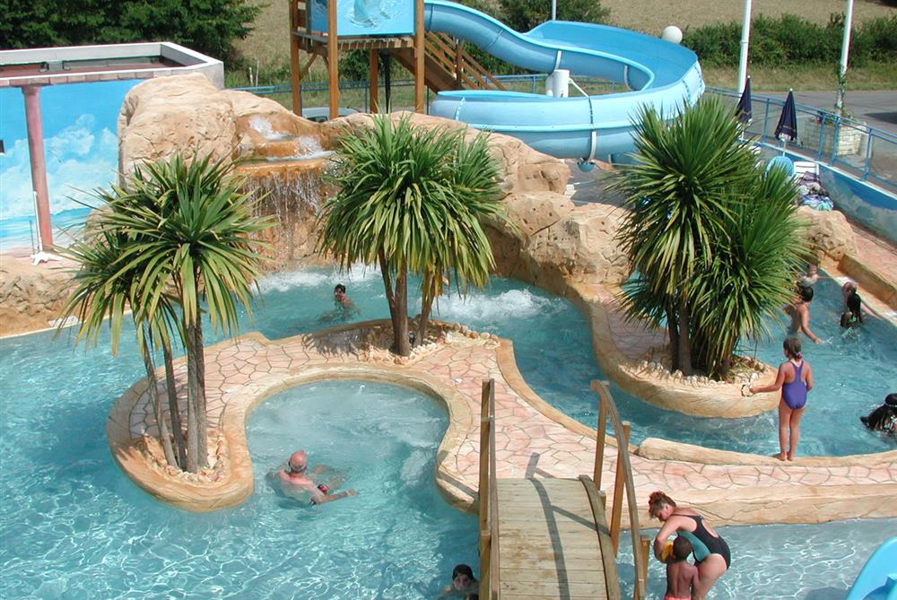 Camping vend e piscine couverte saint gilles croix de - Camping la tremblade avec piscine ...