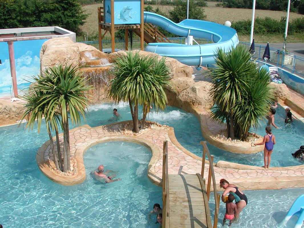 Camping vend e avec parc aquatique et piscine couverte for Camping avec piscine et toboggan