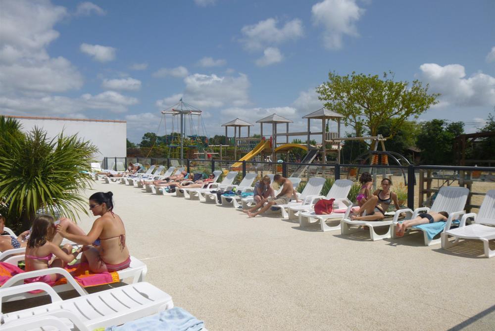 Camping vend e piscine couverte saint gilles croix de for Camping lac de sainte croix avec piscine