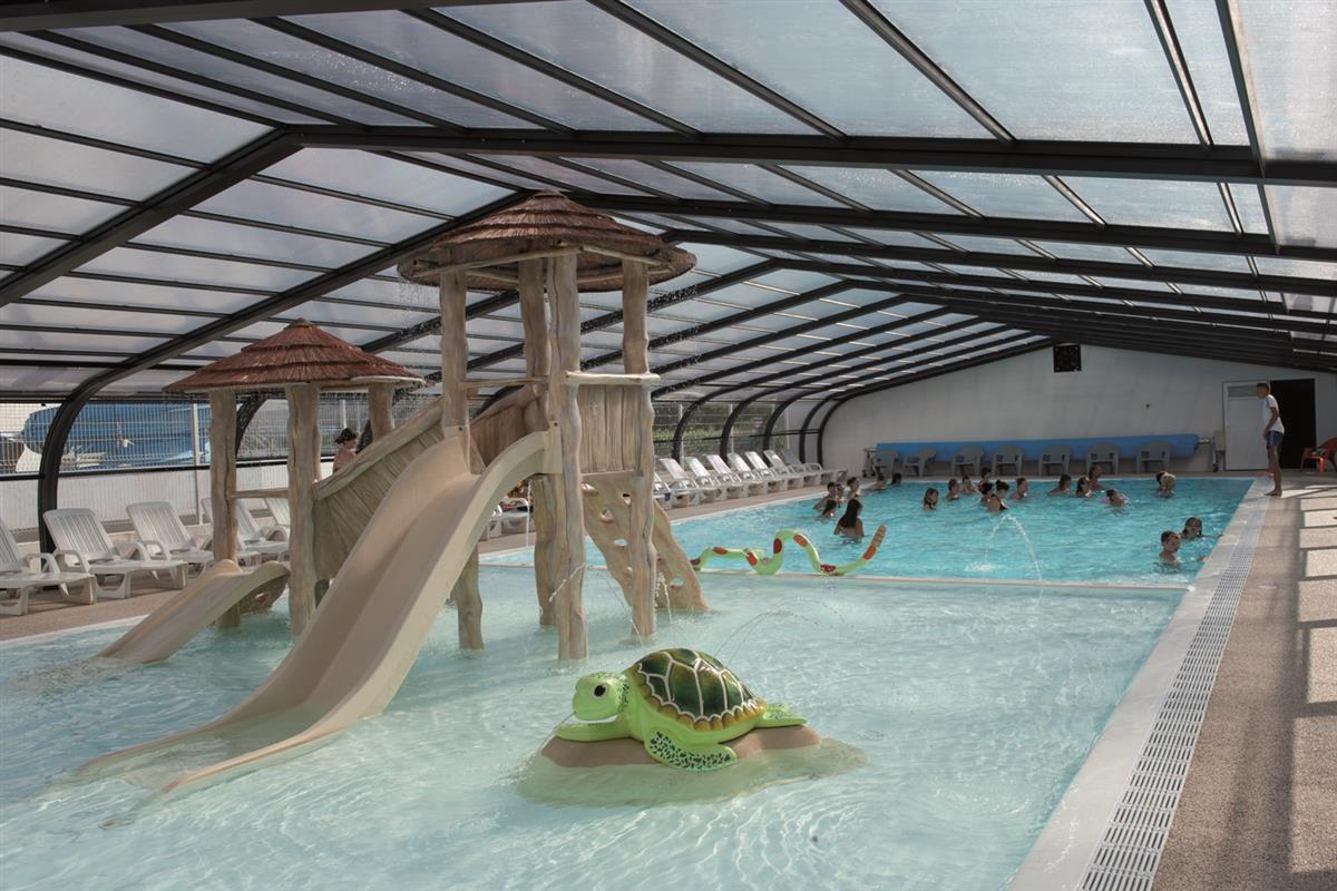 Camping vend e avec parc aquatique et piscine couverte chauff e camping vend e piscine for Piscine cascade toboggan