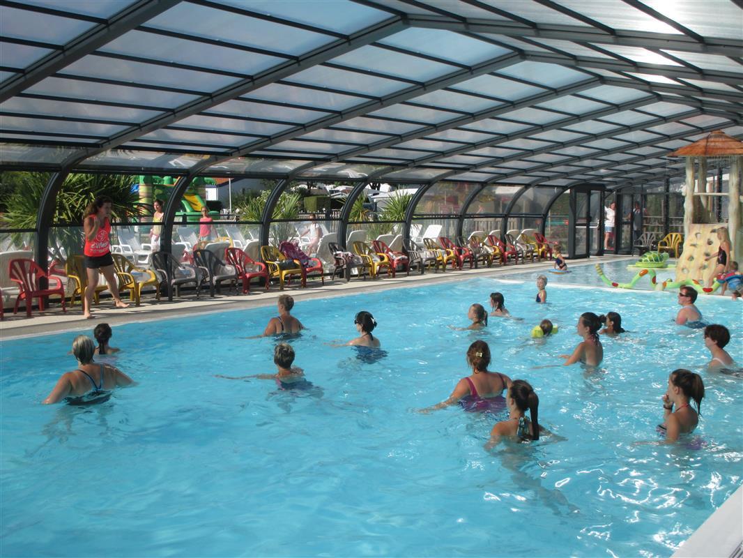 Camping vend e piscine couverte saint gilles croix de for Camping avec piscine vendee